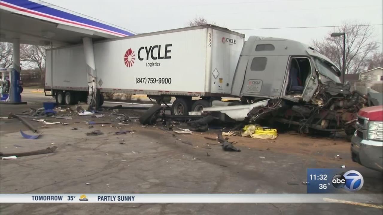 Semi crashes into Elk Grove Village gas station