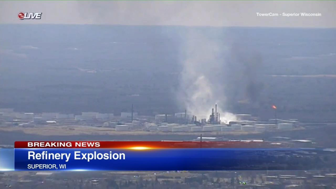 Explosion rocks Wisconsin refinery