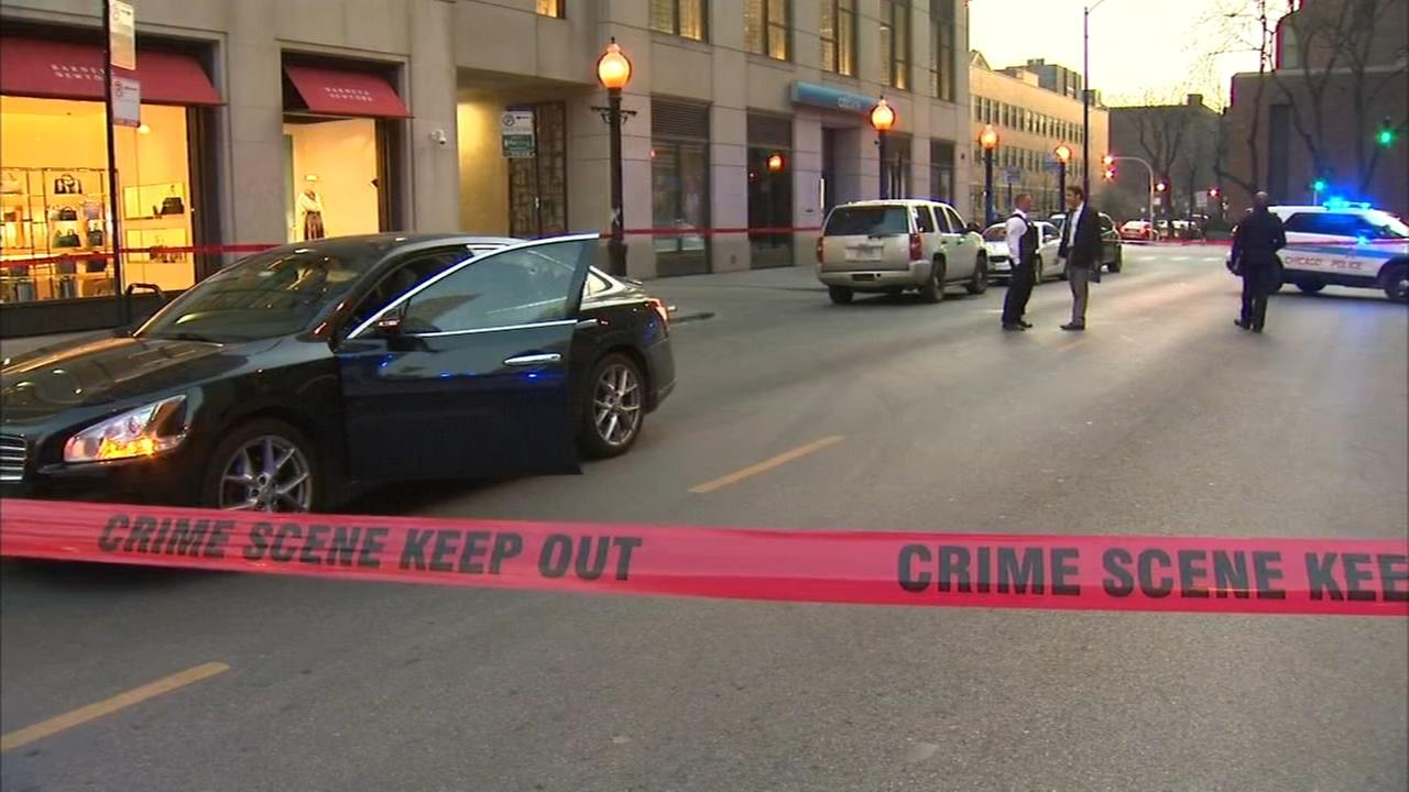 Police: 2 injured in Near North Side carjackings, shootings