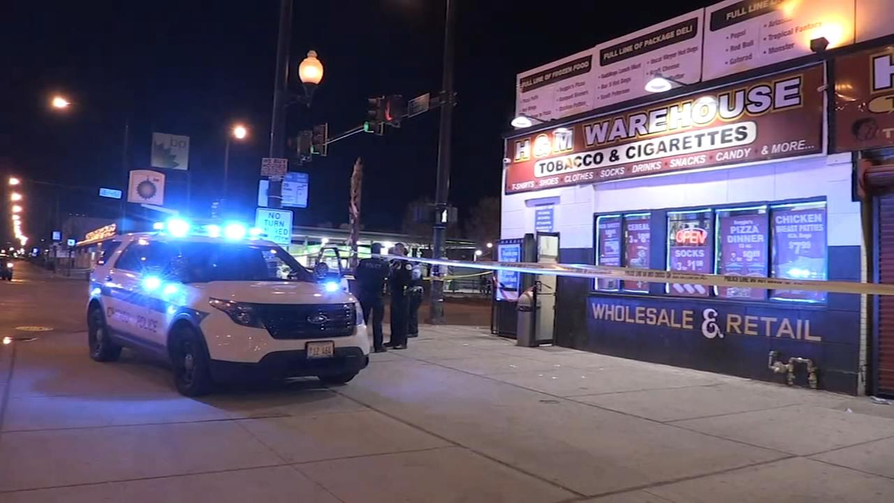 Teen shot in neck while walking into Park Manor store