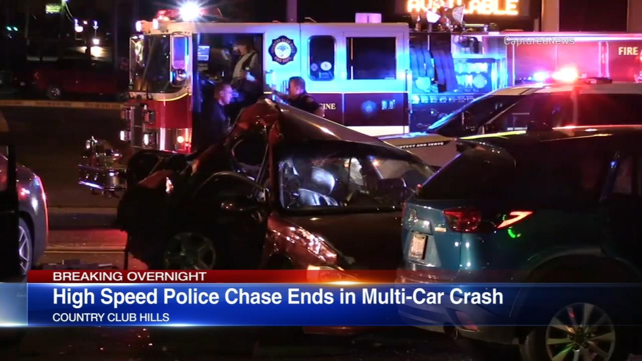5 cars, including 2 police vehicles, crash in Country Club Hills