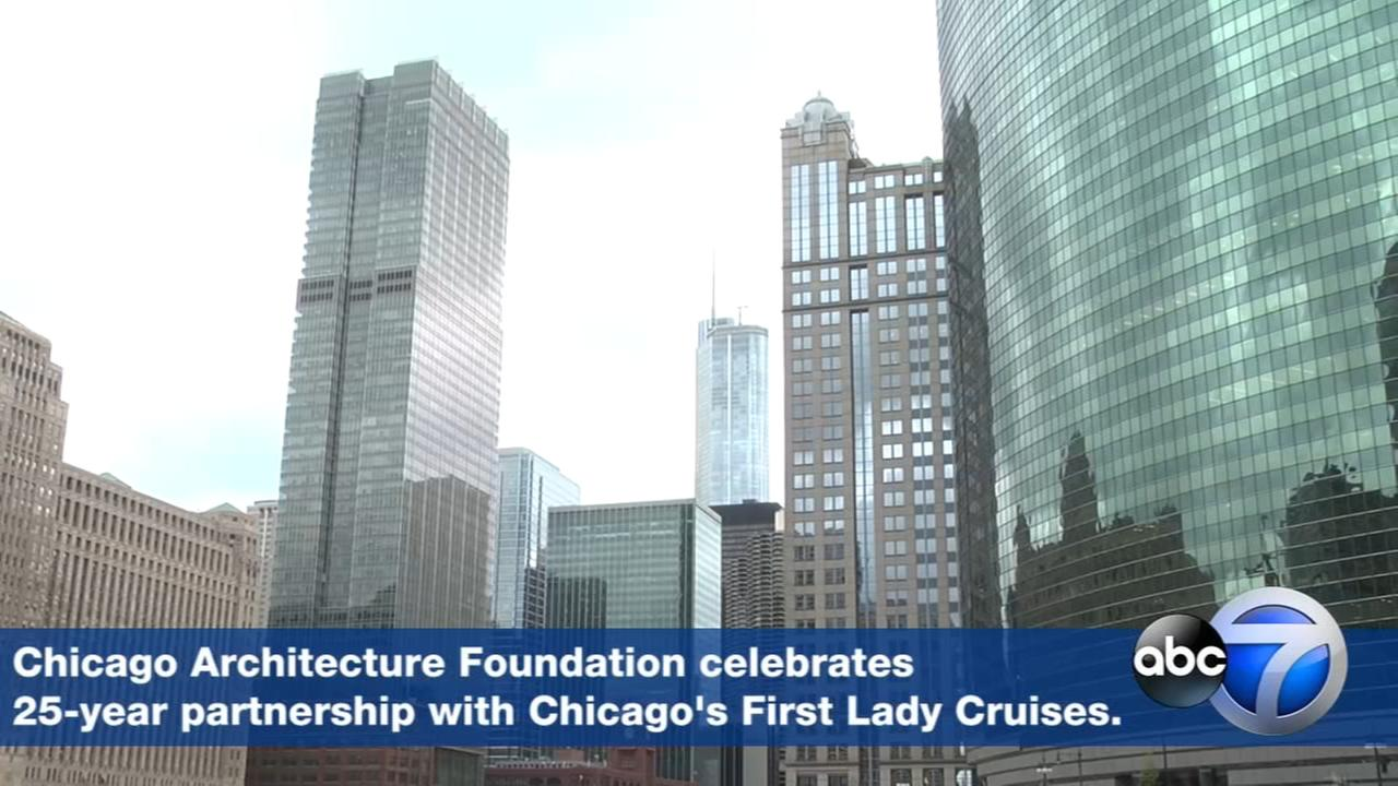 Watch: Architecture tour cruises along Chicago River
