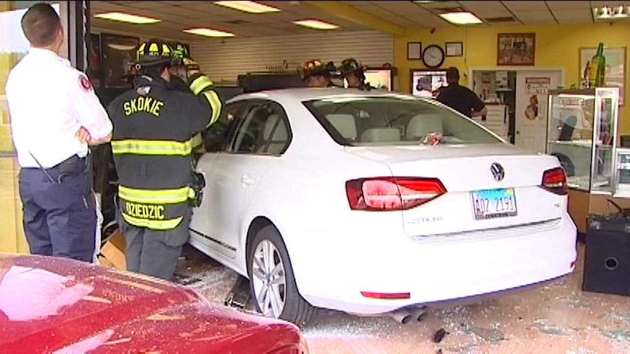 Car slams into Skokie pawn shop