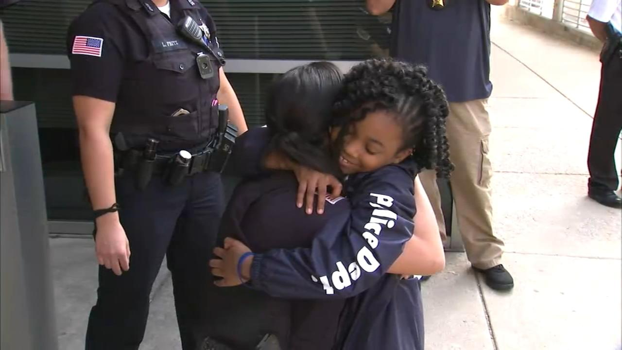 Hugs in Hammond: Louisiana girl visits Indiana on police officer appreciation tour