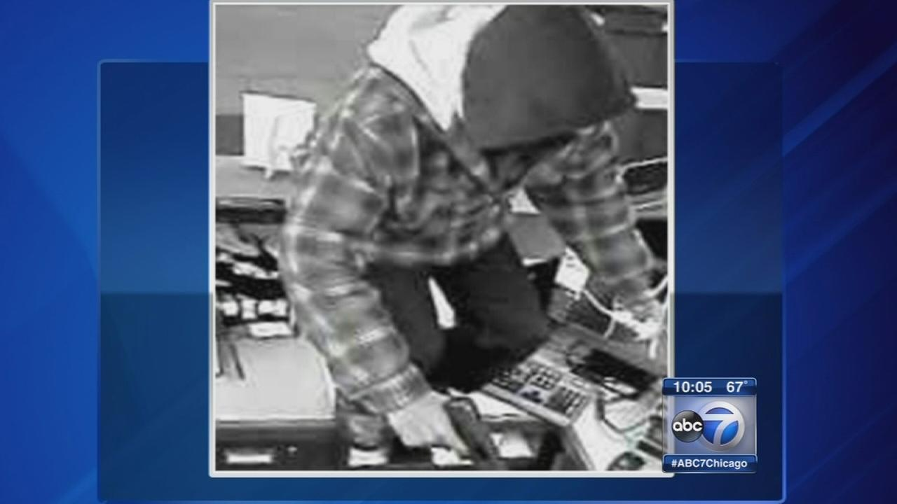 Search continues for armed suspect in Orland Park bank robbery
