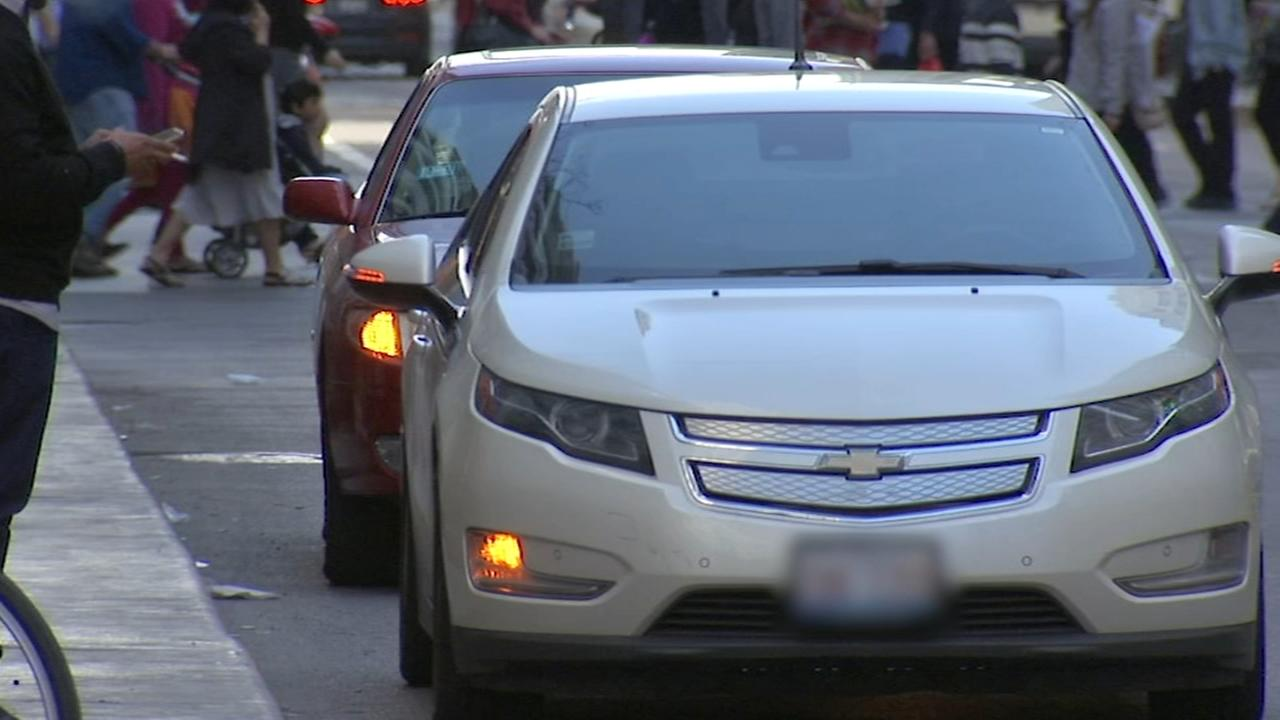 Chicago traffic jams caused by rideshare rule breakers; city cracks down with tickets