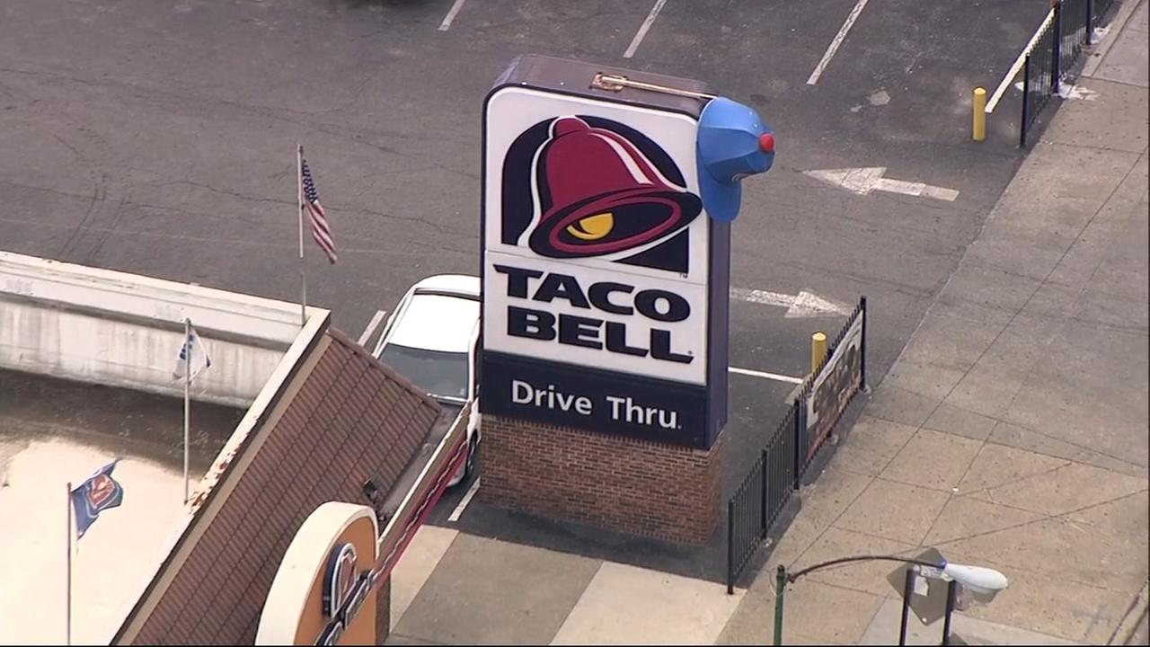 Taco Bell employee stabbed by manager in Wrigleyville