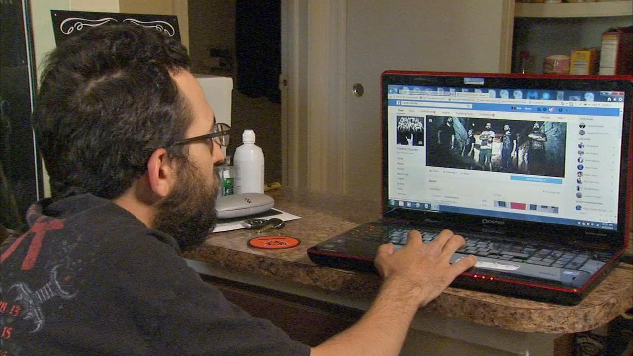 Locked out of Facebook page, Oak Forest man gets scammed by fake customer service number