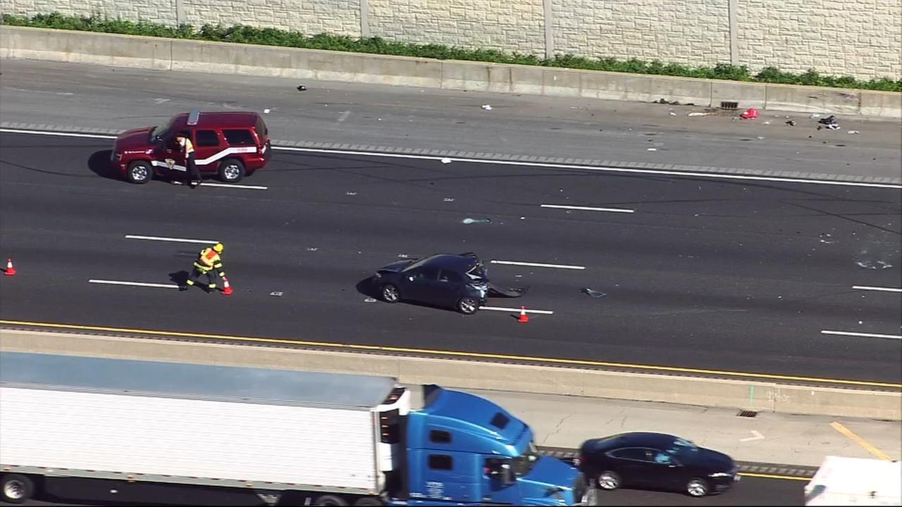 Crash closes I-55 inbound lanes near Lemont Road