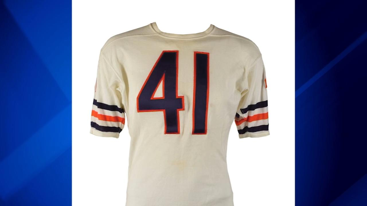 Brian Piccolo-worn Bears jersey up for auction