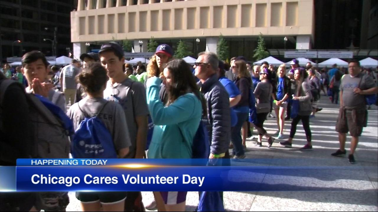 Annual Chicago Cares Serve-a-thon kicks off in Daley Plaza