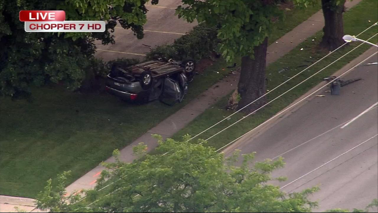 2 seriously hurt in Elgin rollover crash