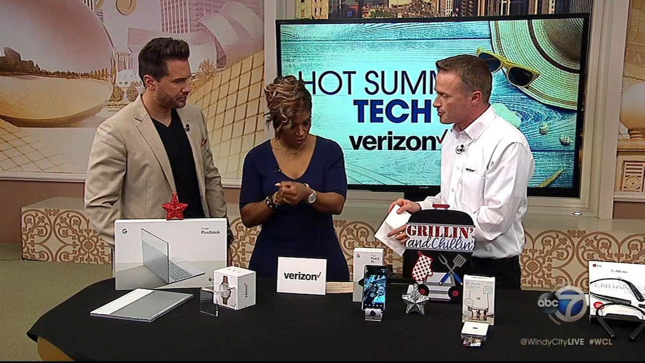 Verizons Gadget Guy shows off hot summer tech