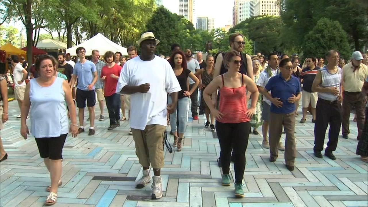 Chicago weekend events take place amid excessive heat