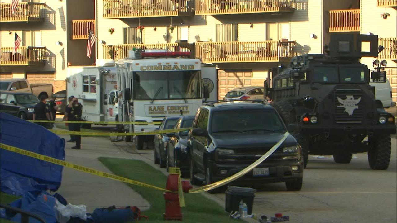 South Elgin standoff leaves three officers injured, suspect dead