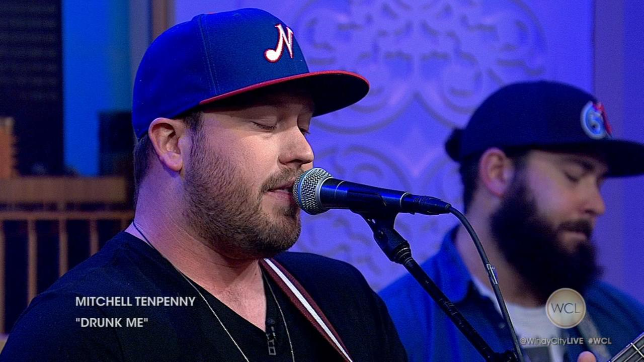 Mitchell Tenpenny performs Drunk Me
