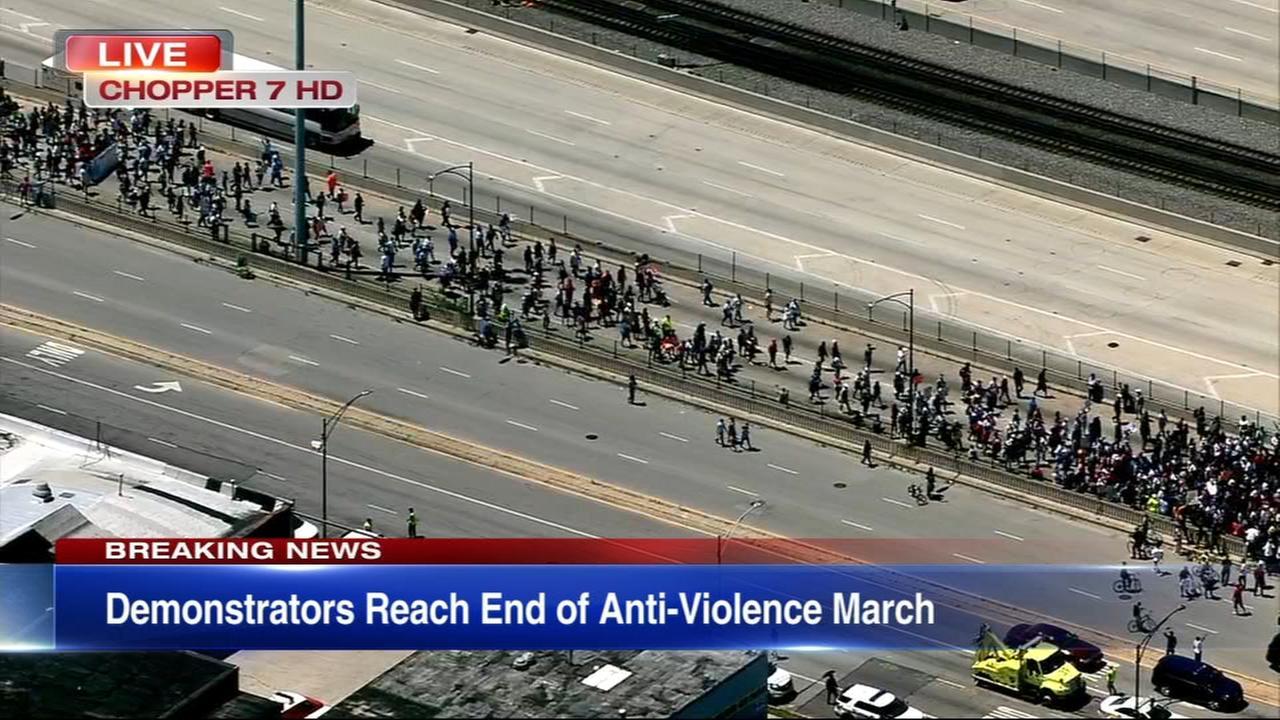 Protesters shut down Dan Ryan Expressway