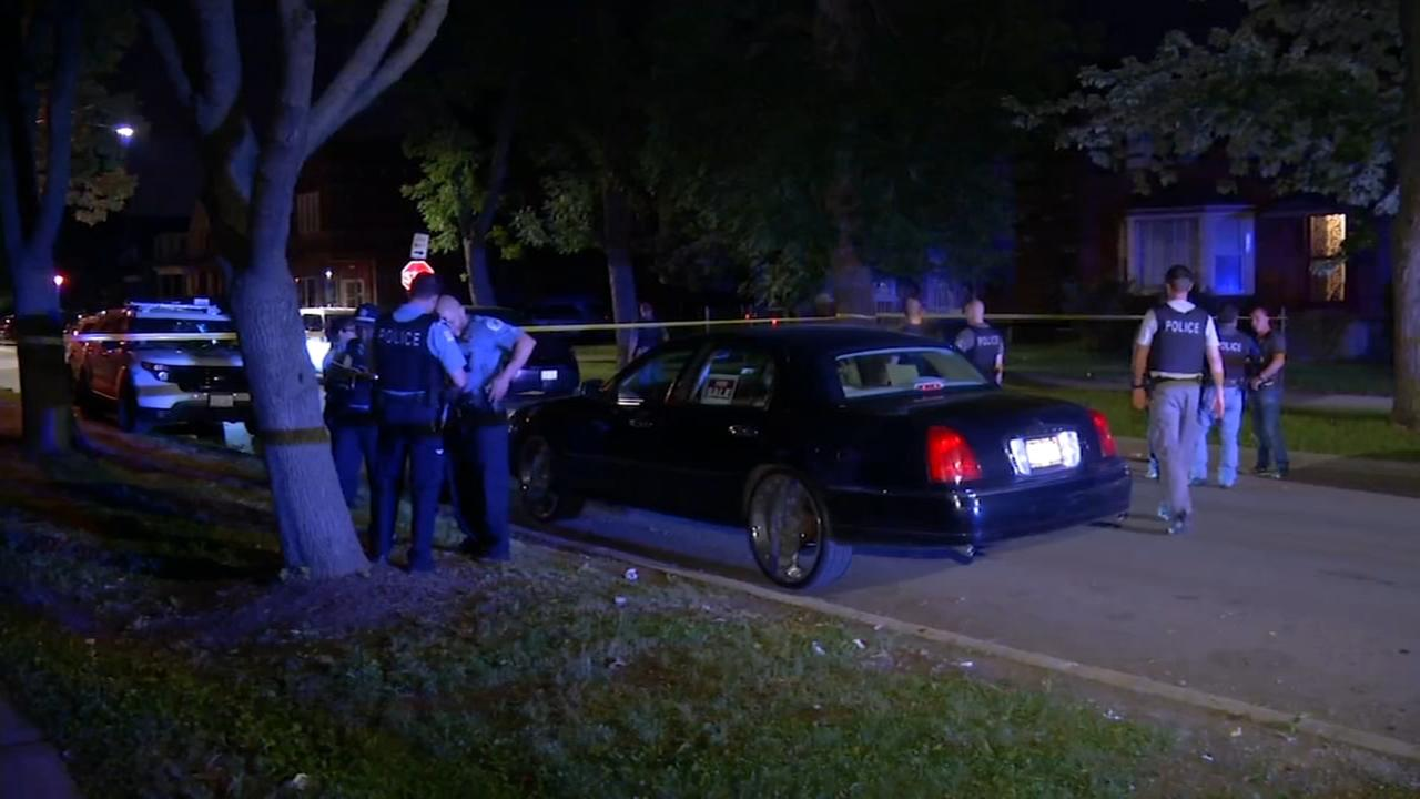 Man shot in attempted carjacking on Far South Side