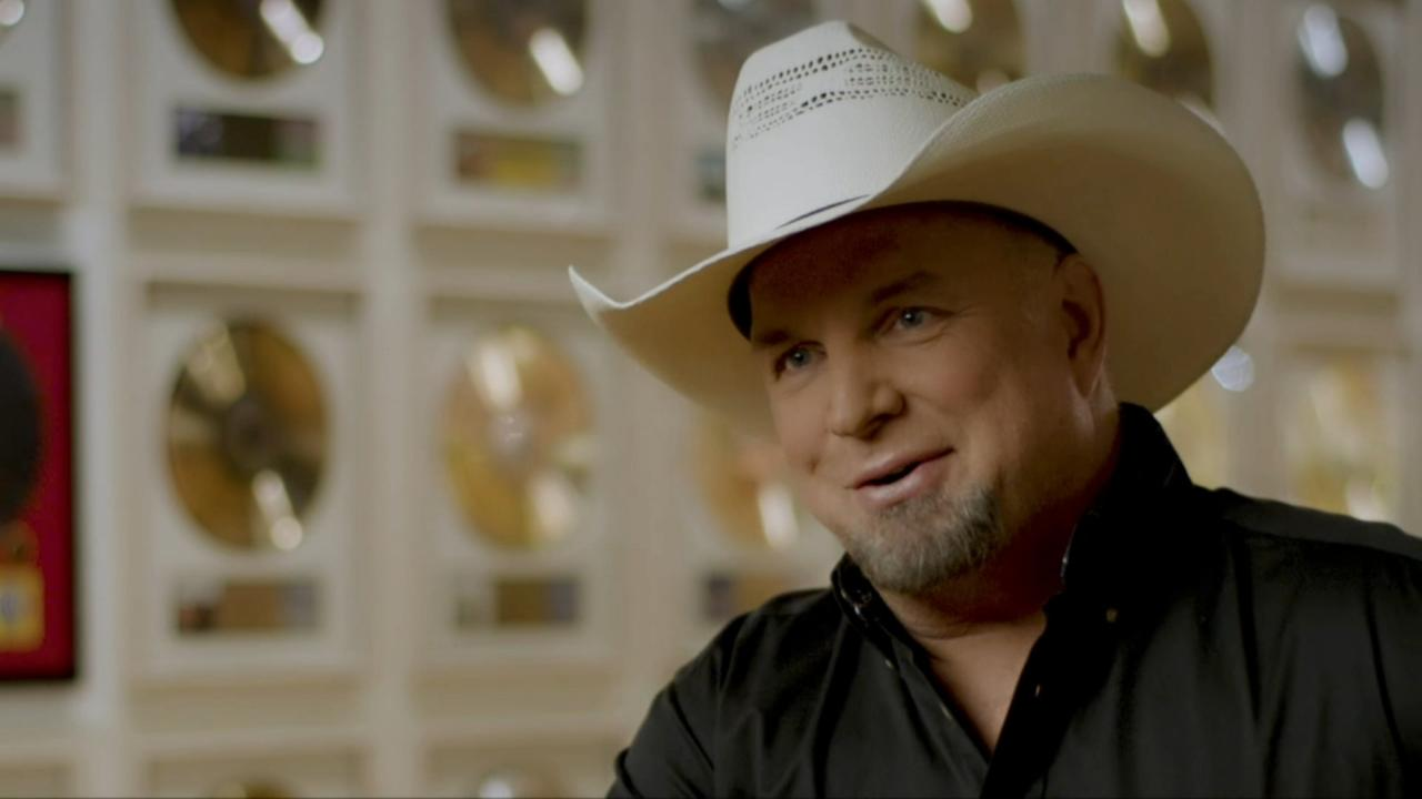 Garth Brooks to play Notre Dame Stadiums 1st music concert