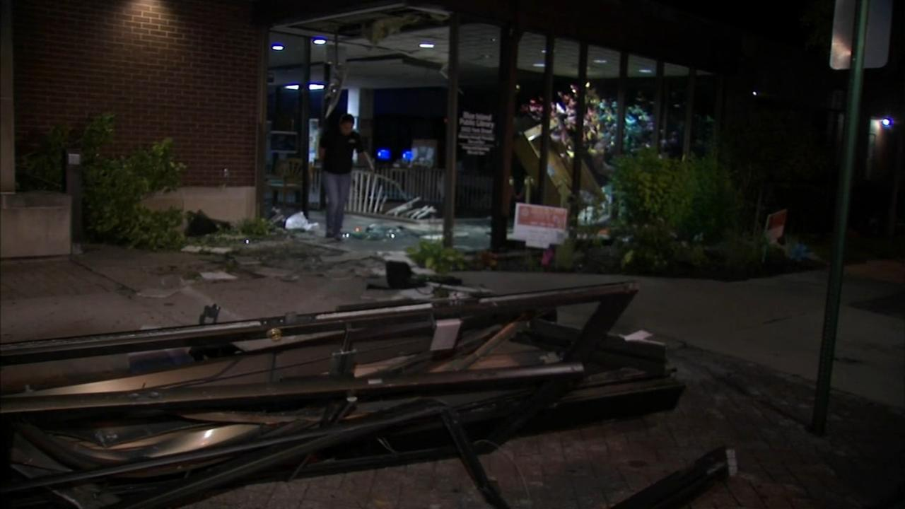 Car crashes into Blue Island library