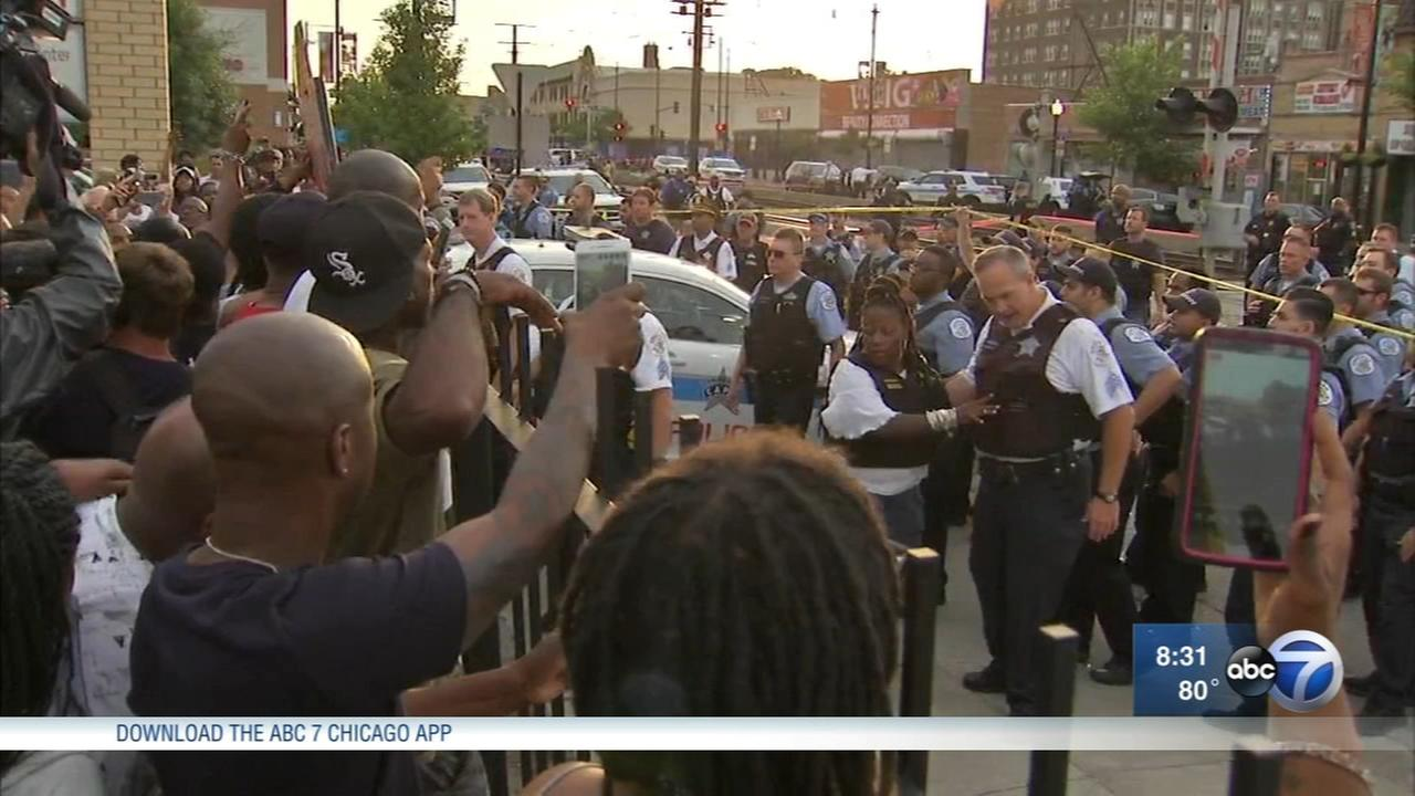 Man fatally shot by Chicago police in South Shore