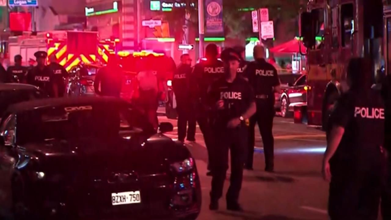 Man firing into Toronto cafes shoots 14 people, killing 1