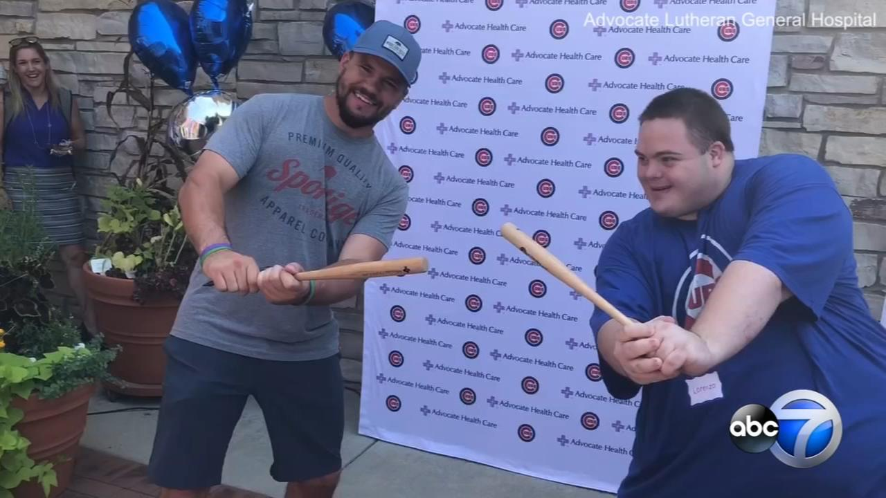 Kyle Schwarber surprises fans with Down syndrome in Park Ridge