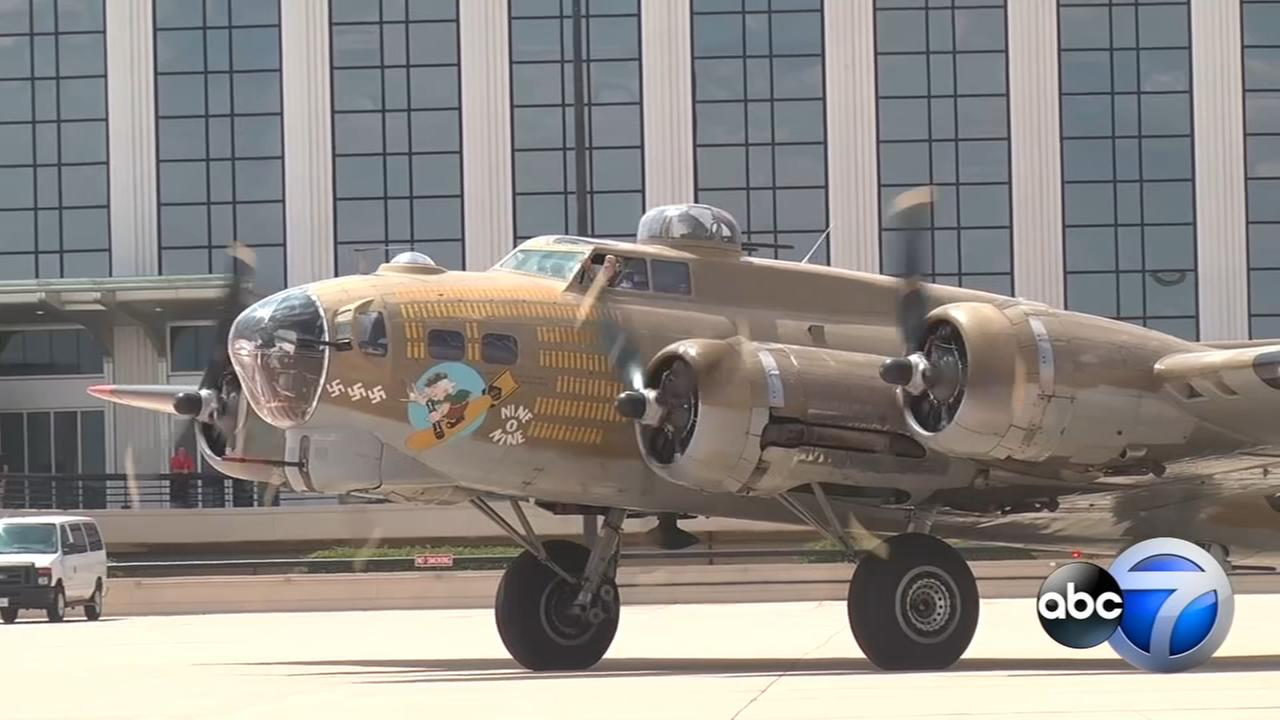 WWII planes touch down in West Chicago