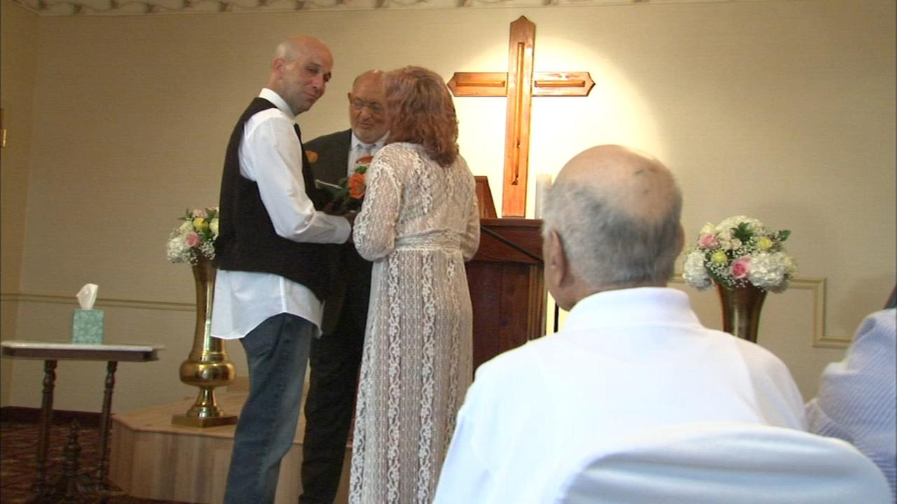 Couple takes wedding to father in Des Plaines hospice care