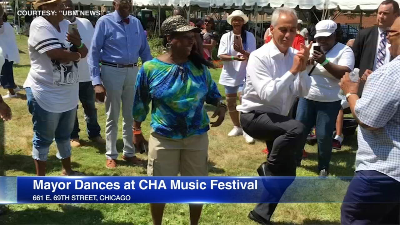 VIDEO: Mayor Rahm Emanuel busts a move at South Side music festival