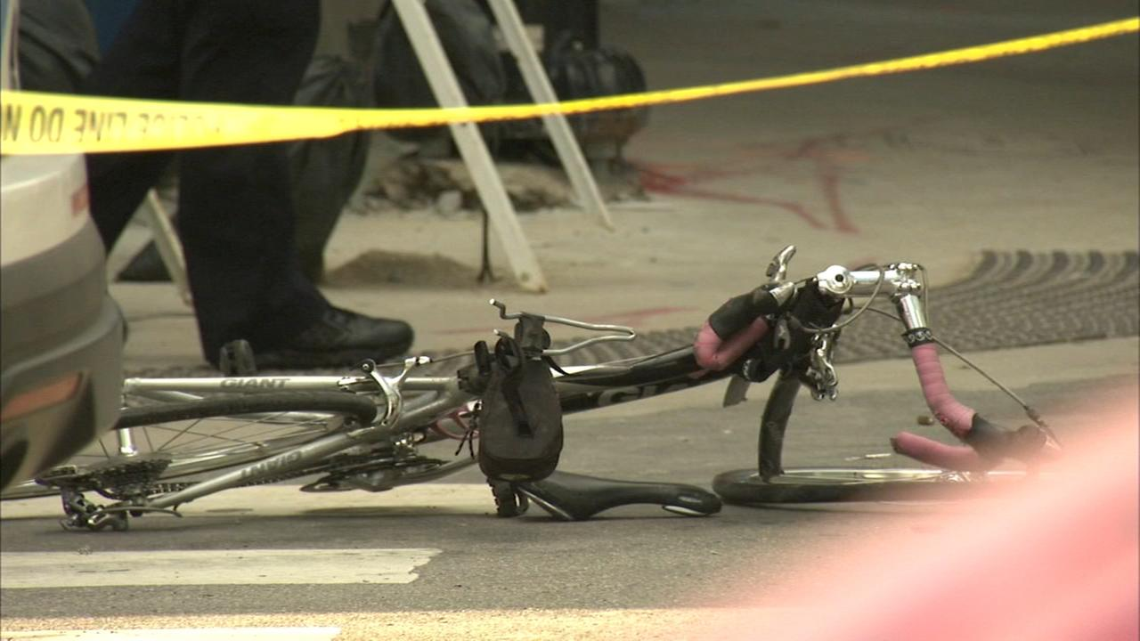 Cyclist killed in West Loop collision with truck