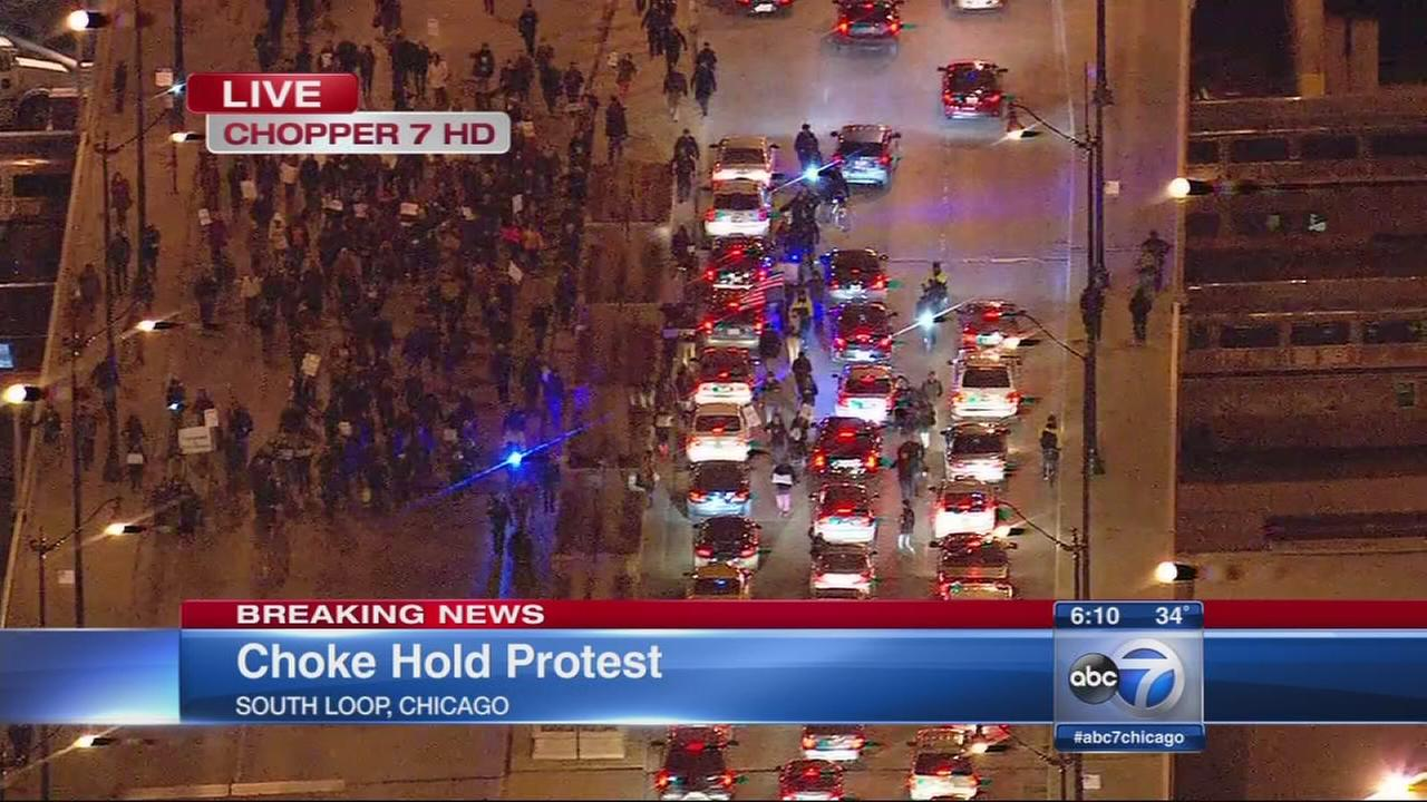Protestors march in Chicago Loop