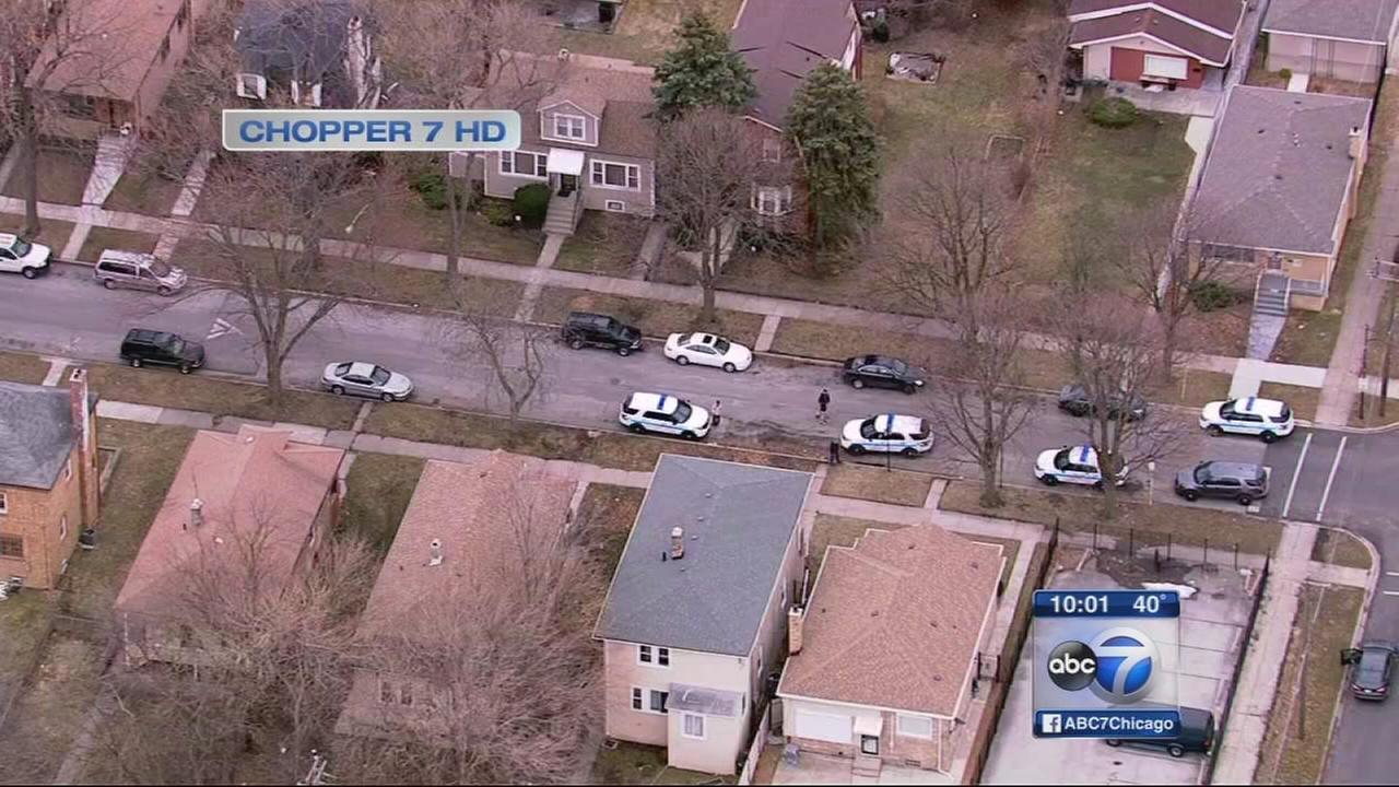 Girl, 17, shot in Morgan Park