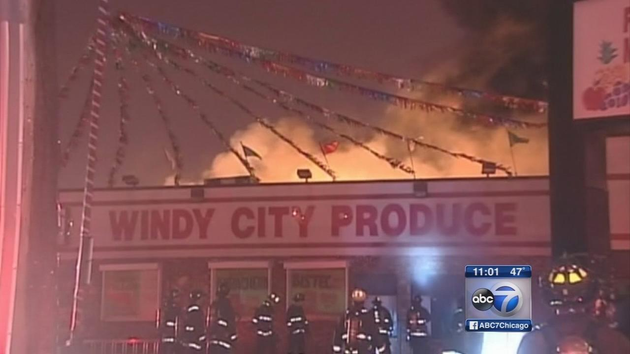 Arson investigators look into NW Side grocery store fire