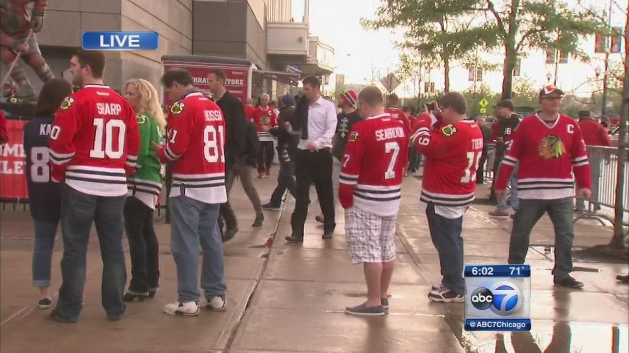 Blackhawks return to Chicago for Game 3
