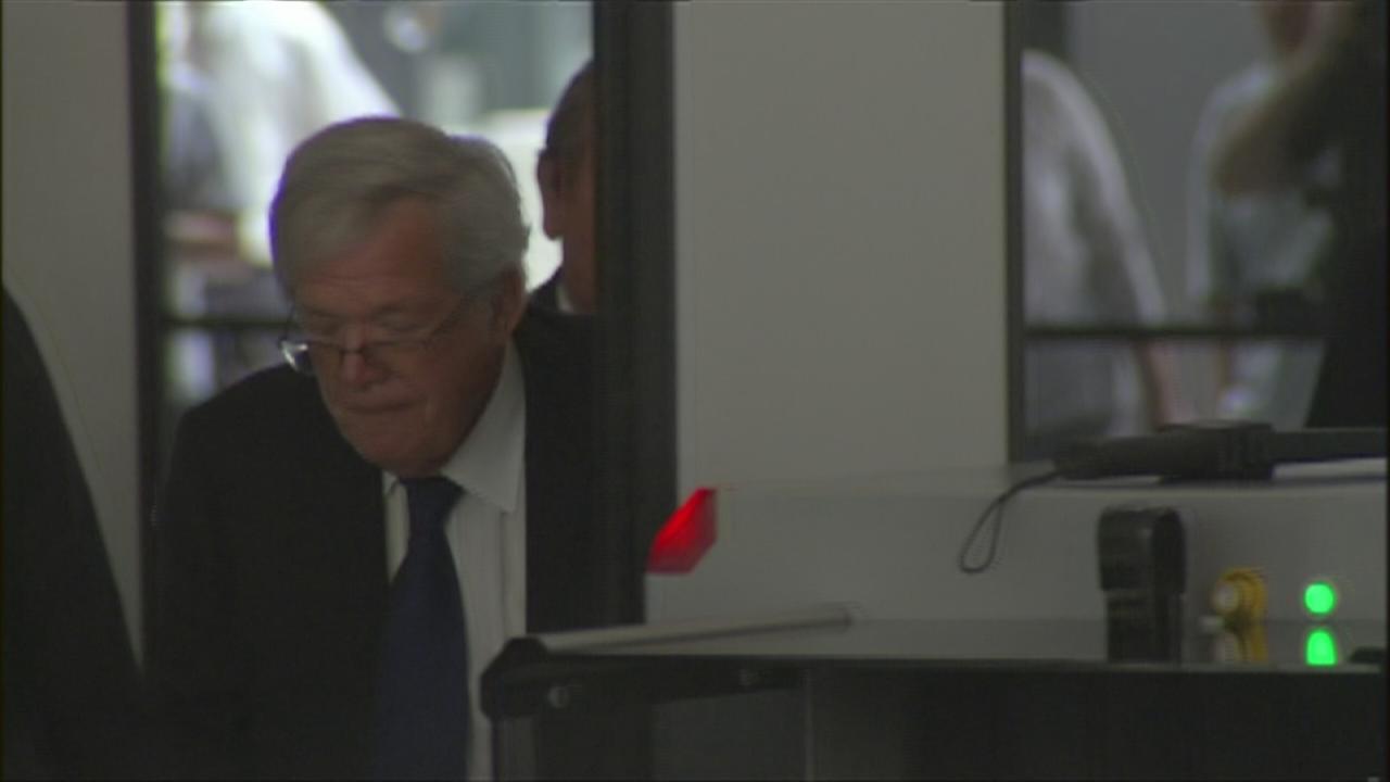 Hastert enters Dirksen Federal Building