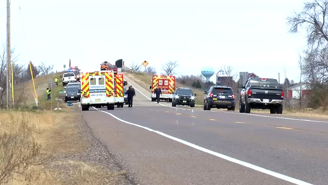 4 killed when truck hits Girl Scout troop picking up trash in Wisconsin