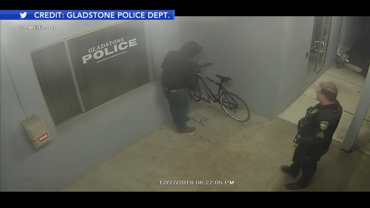 Thief attempts to steal bike from outside police station in Oregon. Watch this report from Action News Mornings on January 1, 2019.