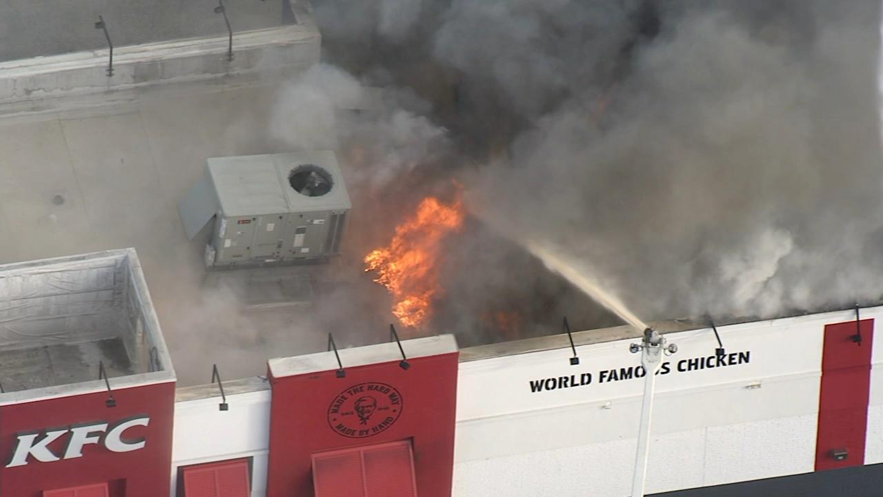 Fire engulfs KFC/Taco Bell restaurant in Wilmington