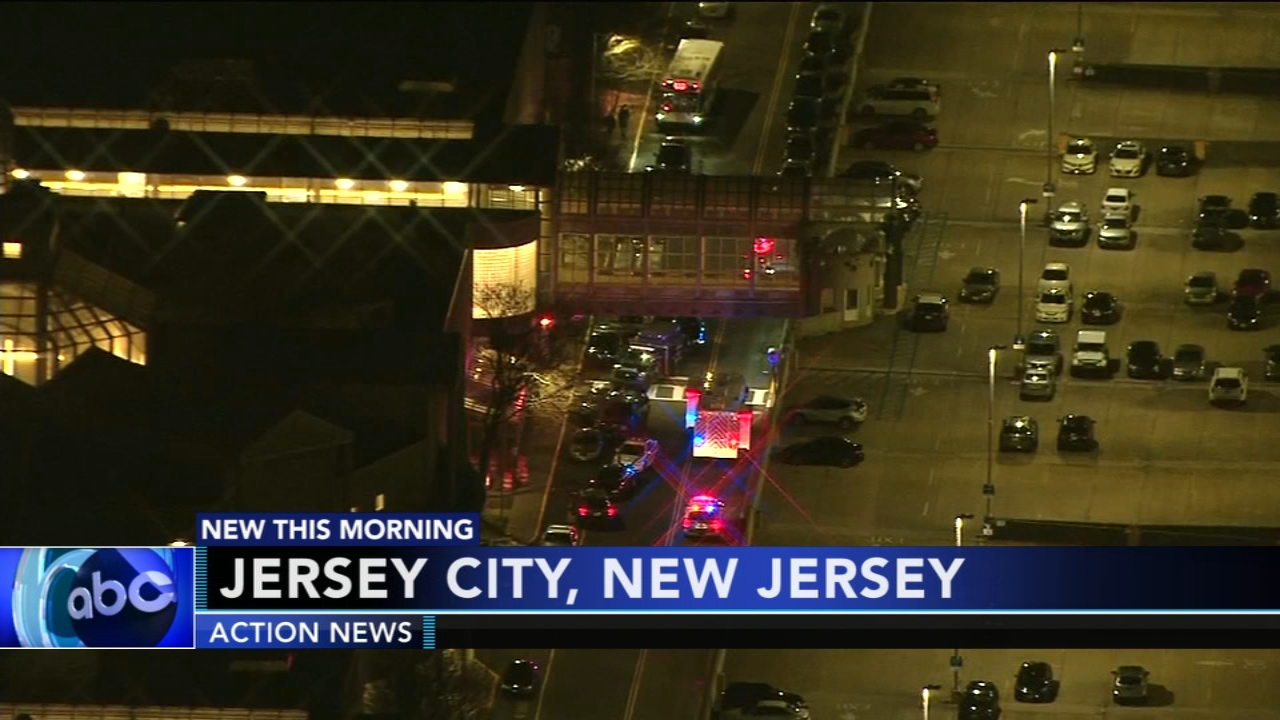 Officials: Shooting at New Jersey mall leaves 2 injured. Gray Hall reports during Action News at 6 a.m. on January 12, 2019.