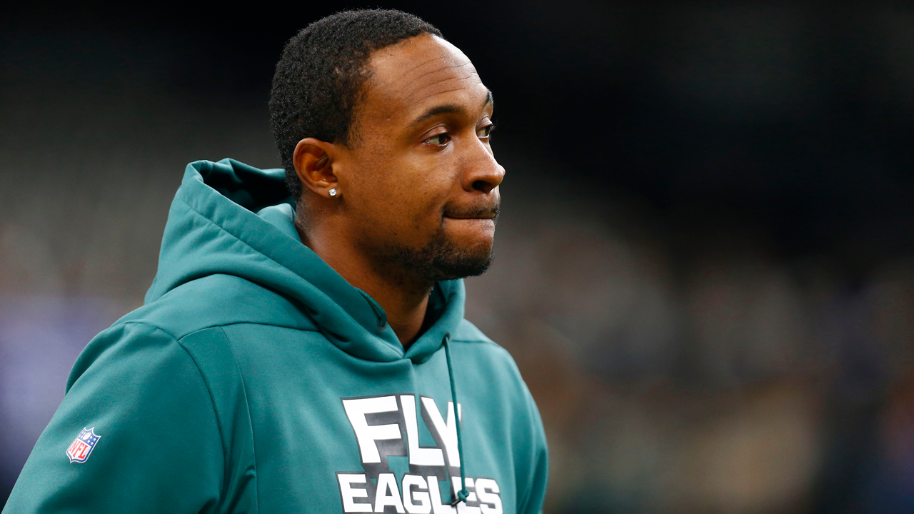 Philadelphia Eagles wide receiver Alshon Jeffery warms up before an NFL divisional playoff football game against the New Orleans Saints in New Orleans, Sunday, Jan. 13, 2019.