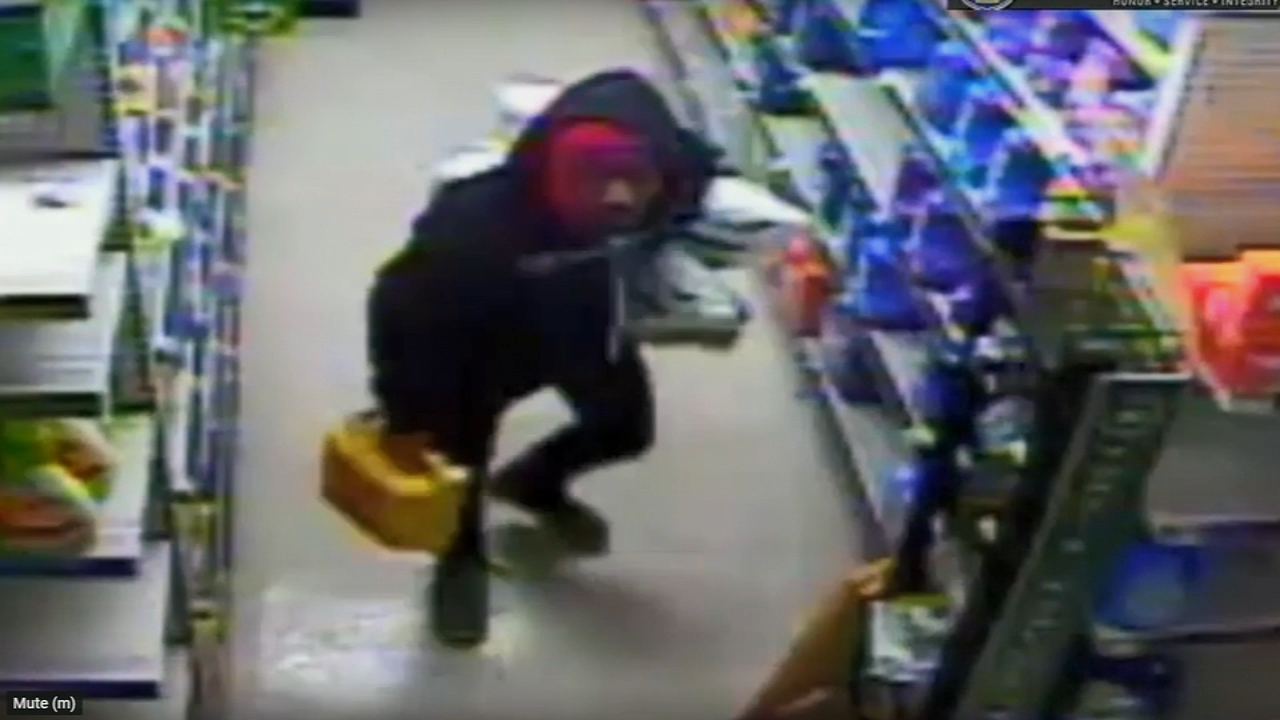 Police: 2 thieves sought in Dollar General robbery in Fern Rock. Sharrie Williams reports during Action News at 4:30 p.m. on January 15, 2019.