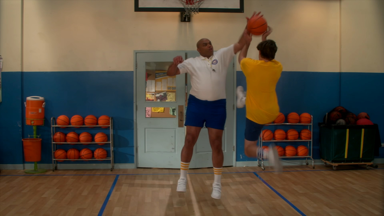 Preview: Charles Barkley guest stars on The Goldbergs on the January 16, 2019 episode.