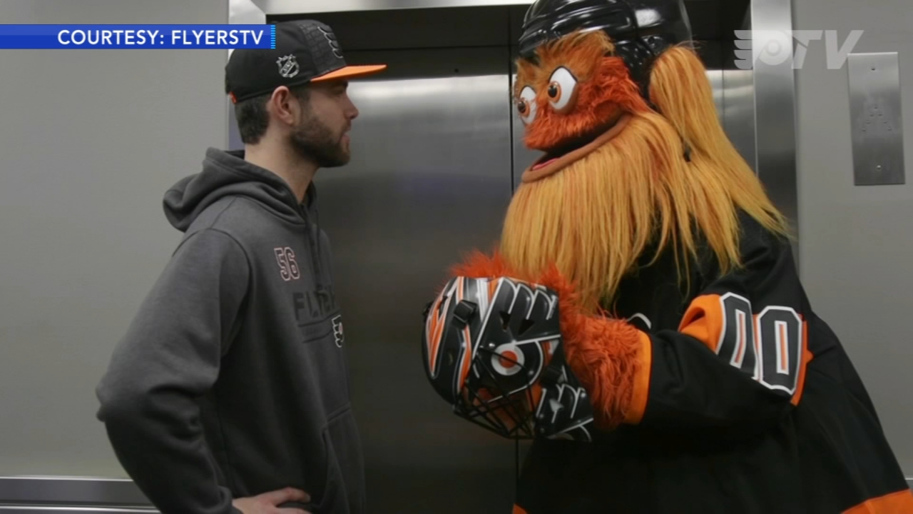 Gritty signs goalie Mike McKennas Gritty mask. Nydia Han reports during Action News Mornings on January 17, 2019.