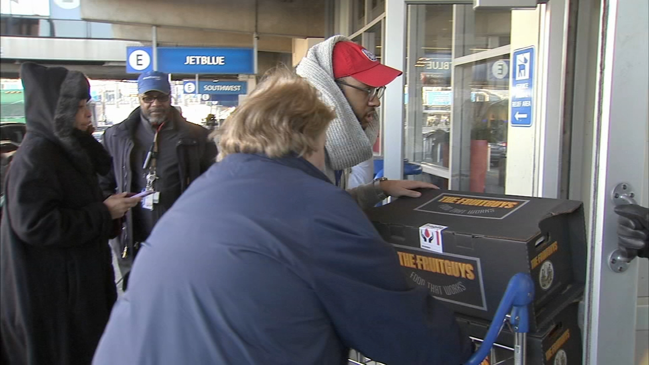 Airport collecting donations for federal workers during shutdown. Katherine Scott reports during Action News at Noon on January 22, 2019.