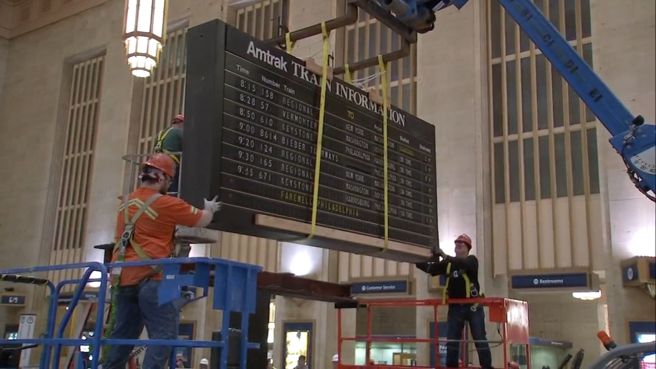 Watch the moment the iconic 30th Street Station flip board is removed on January 26, 2019.