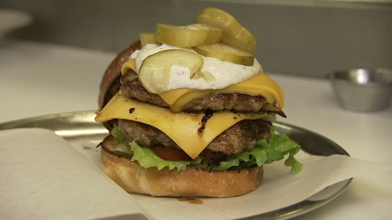 In this weeks 6 Minute Meal, Alicia Vitarelli has the recipe for Misconduct Taverns Mississippi Burger.