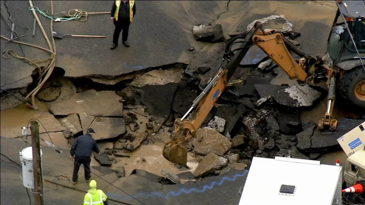 Burst water main damages road, floods home in NE Philly. Maggie Kent reports during Action News at 5pm on February 8, 2019.
