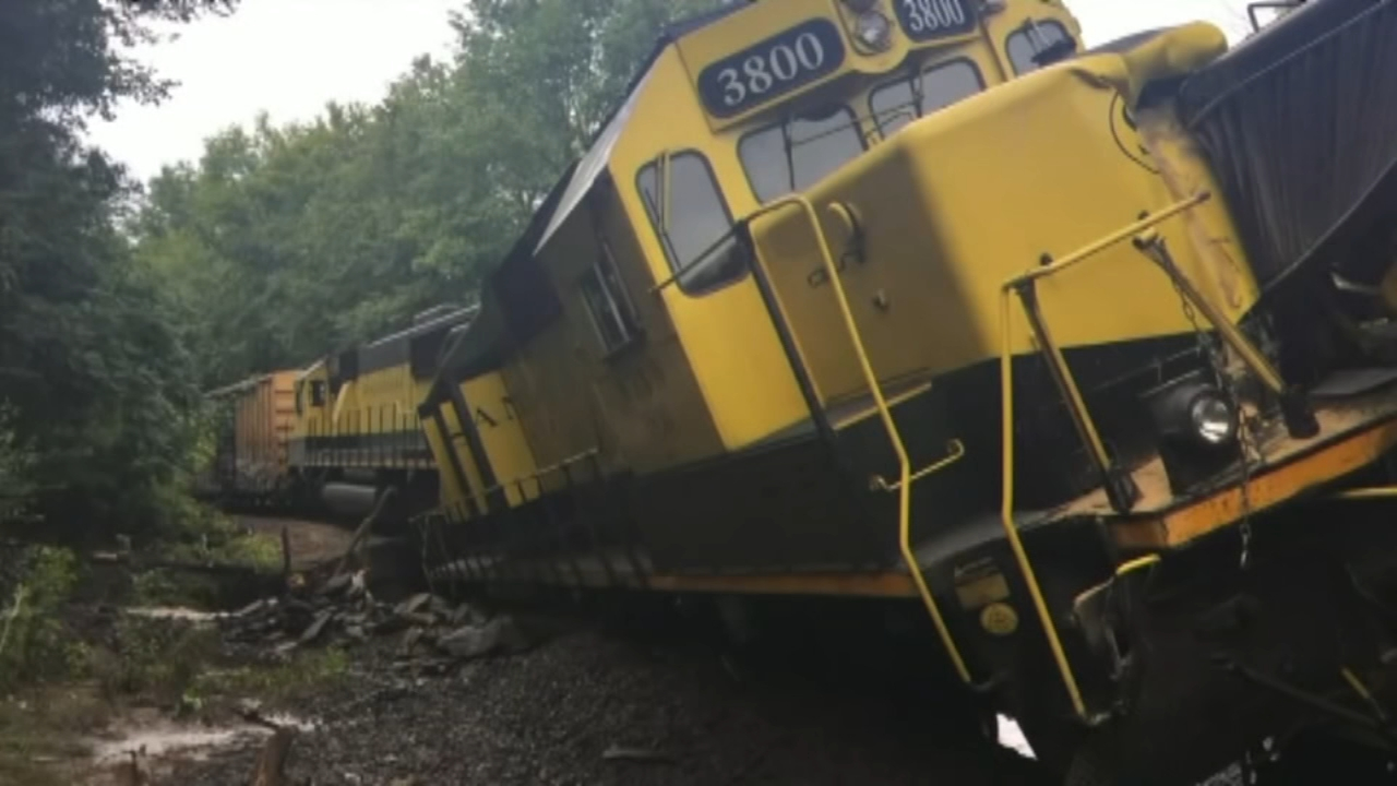 NY train derailment spills thousands of gallons of fuel into Delaware River. Matt ODonnell reports during Action News at 4:30 a.m. on August 10, 2018.