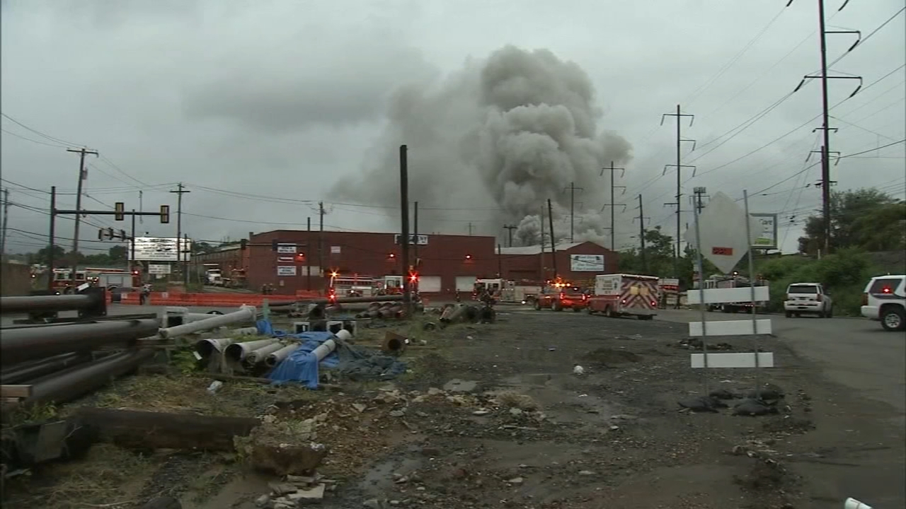 Frankford junkyard fire impacts train service: Annie McCormick reports on Action News at 10 p.m., August 19, 2018
